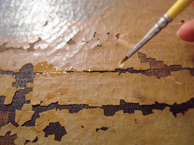 Refixage localisé à la goutte d'une couche picturale à l'huile